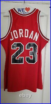 100% Authentic Michael Jordan Mitchell Ness Bulls 84 85 Jersey Size 44 L Mens