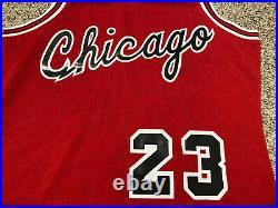 Michael Jordan Mitchell Ness Bulls Rookie 84 85 Jersey Size 44 L Mens Authentic